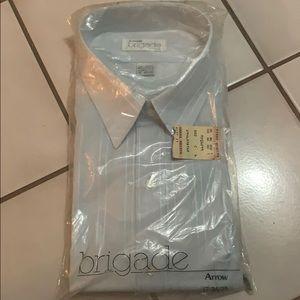 Fitted long sleeve dress shirt